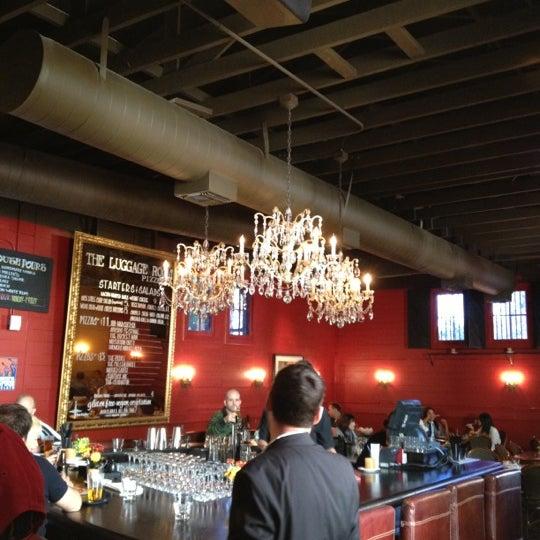 11/10/2012 tarihinde Teresa B.ziyaretçi tarafından The Luggage Room Pizzeria'de çekilen fotoğraf