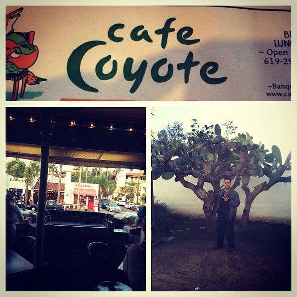 รูปภาพถ่ายที่ Cafe Coyote โดย D.j. C. เมื่อ 1/28/2013