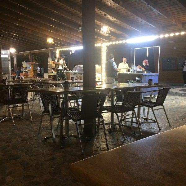 Das Foto wurde bei Tepe Restaurant von Erhan K. am 7/29/2020 aufgenommen