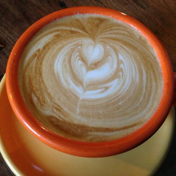 Foto tomada en Ipsento Coffee House por Ryan R. el 3/12/2013