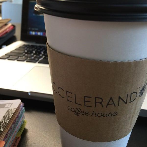 Foto tirada no(a) Accelerando Coffee House por Gretchen G. em 10/1/2016