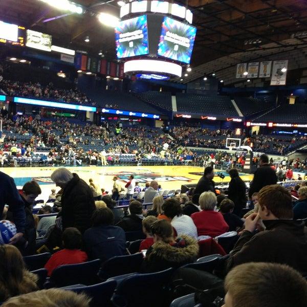 รูปภาพถ่ายที่ Allstate Arena โดย Jason M. เมื่อ 12/28/2012