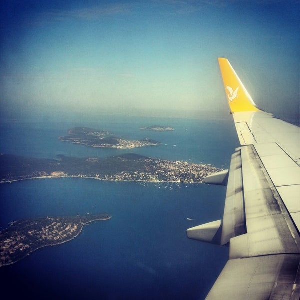Снимок сделан в Аэропорт Стамбул им. Сабихи Гёкчен (SAW) пользователем Ayla S. 7/8/2013