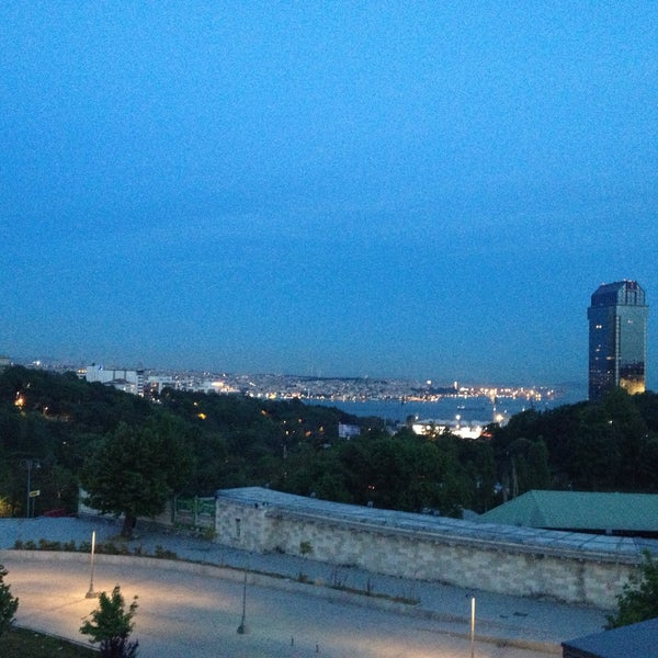รูปภาพถ่ายที่ İstanbul Kongre Merkezi โดย Onur S. เมื่อ 5/28/2013
