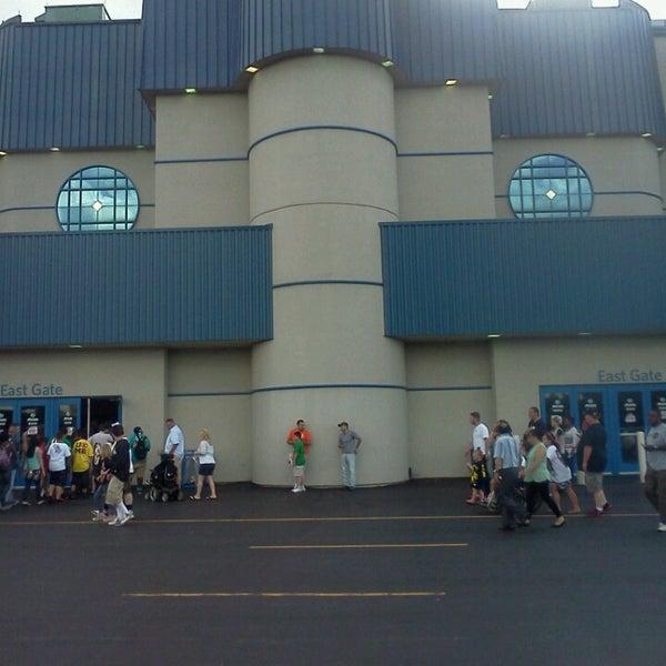 รูปภาพถ่ายที่ Allstate Arena โดย Anthony M. เมื่อ 6/16/2013