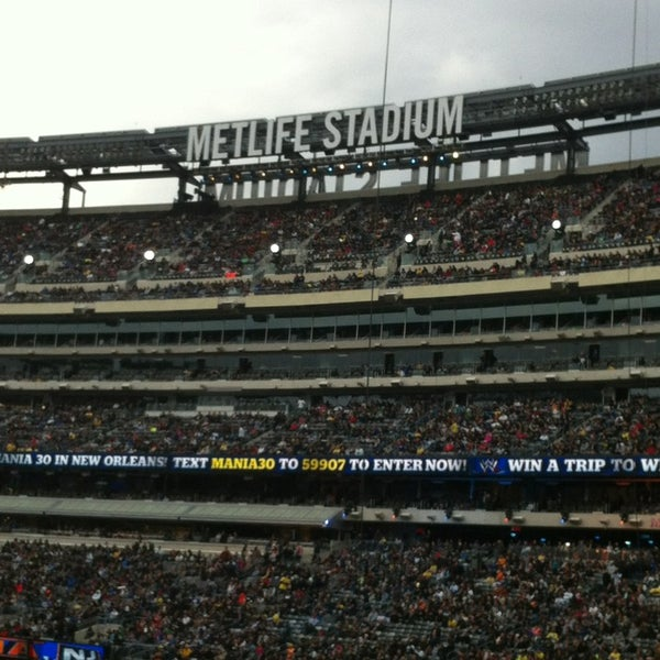 รูปภาพถ่ายที่ MetLife Stadium โดย Effie B. เมื่อ 4/10/2013