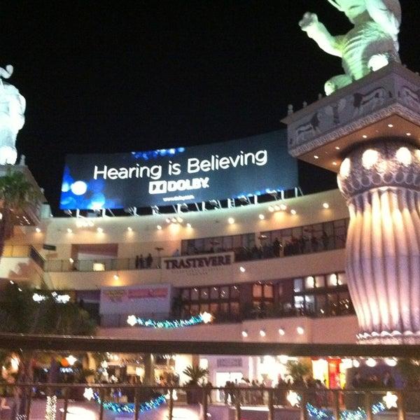 รูปภาพถ่ายที่ Hollywood & Highland Center โดย Ryan N. เมื่อ 12/22/2012