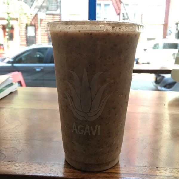 Photo taken at Agavi Organic Juice Bar by Rich C. on 5/25/2016