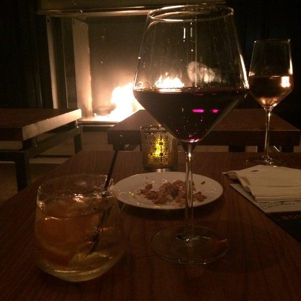 Снимок сделан в SOUTHGATE Bar & Restaurant пользователем Alexis B. 5/24/2014