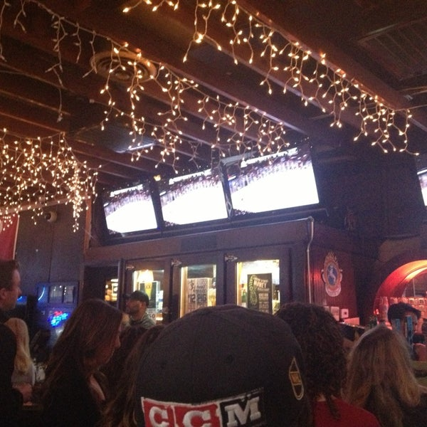 รูปภาพถ่ายที่ Lottie's Pub โดย Cleo M. เมื่อ 5/26/2013