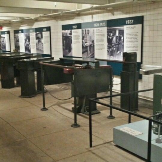 รูปภาพถ่ายที่ New York Transit Museum โดย bryan p. เมื่อ 5/8/2015