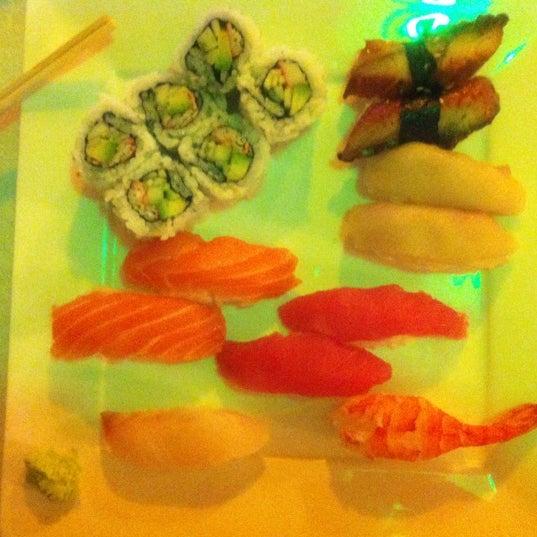 Foto diambil di Hanabi Sushi Bar oleh Luis A. pada 9/21/2012