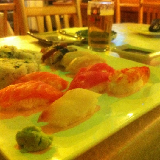 Снимок сделан в Hanabi Sushi Bar пользователем Luis A. 9/21/2012