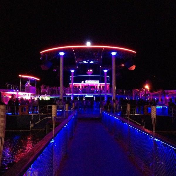 7/1/2013 tarihinde Erdal E.ziyaretçi tarafından Club Catamaran'de çekilen fotoğraf