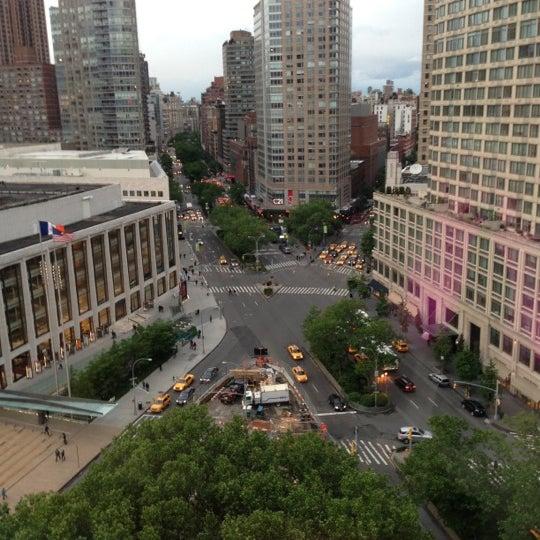 Foto tirada no(a) The Empire Hotel Rooftop por Amanda S. em 5/26/2013