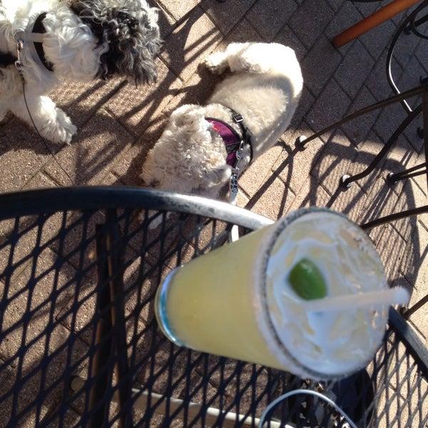 6/3/2014 tarihinde Sophia Q.ziyaretçi tarafından Four Farthings Tavern & Grill'de çekilen fotoğraf