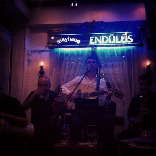 รูปภาพถ่ายที่ Endülüs Meyhanesi โดย TatliHayat เมื่อ 7/6/2013