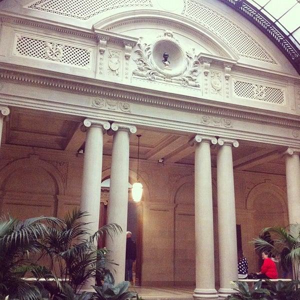10/21/2012 tarihinde Pamela C.ziyaretçi tarafından The Frick Collection'de çekilen fotoğraf