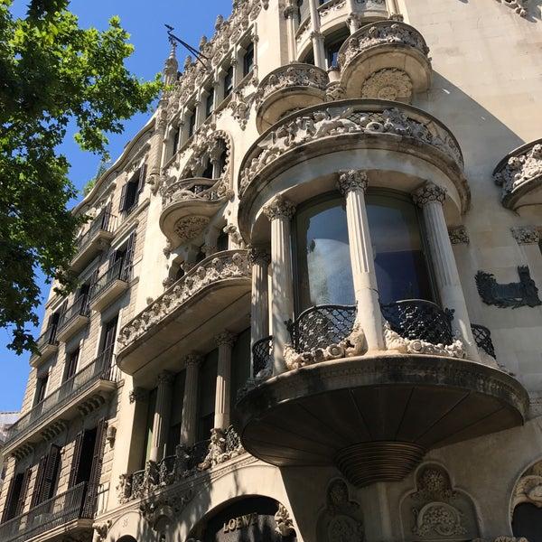 รูปภาพถ่ายที่ Casa Lleó i Morera โดย Nachiket S. เมื่อ 6/12/2017