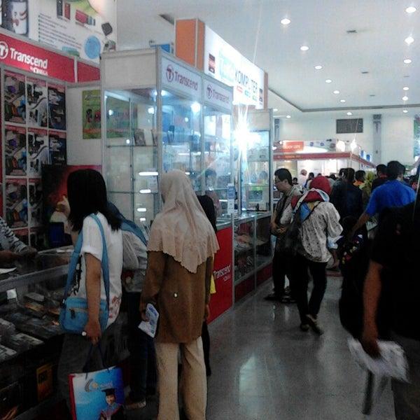 Das Foto wurde bei Jogja Expo Center (JEC) von Intantya P. am 3/12/2013 aufgenommen