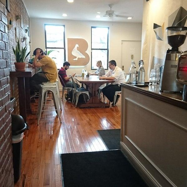 Foto tirada no(a) BKG Coffee Roasters por Christine L. em 8/28/2017