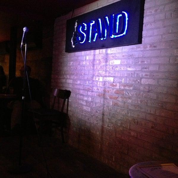 รูปภาพถ่ายที่ The Stand Restaurant & Comedy Club โดย Nicole เมื่อ 12/28/2012