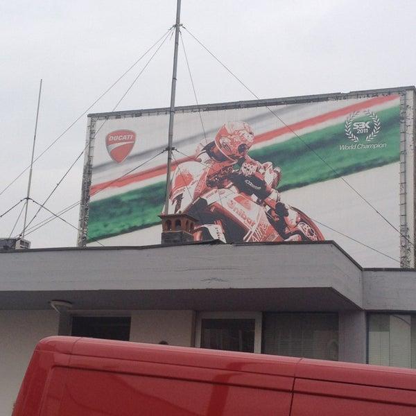 3/29/2013 tarihinde Simona G.ziyaretçi tarafından Ducati Motor Factory & Museum'de çekilen fotoğraf