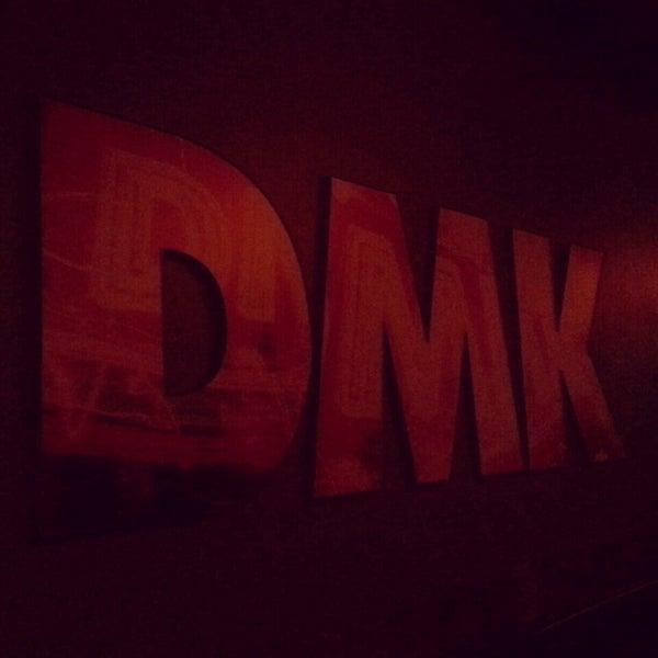 Foto tirada no(a) DMK Burger Bar por Joan N. em 2/13/2013