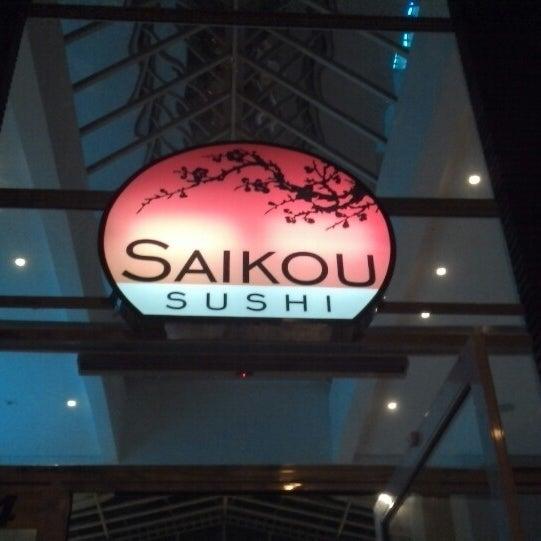 Foto tirada no(a) Saikou Sushi por Maike S. em 4/20/2014