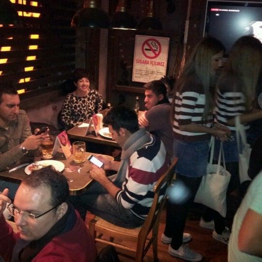 Photo prise au Sardunya's Brasserie Bomonti ve Şarap Evi par Süleyman K. le12/13/2012