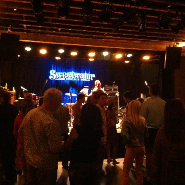 Foto tirada no(a) Sweetwater Music Hall por richard h. em 6/23/2013