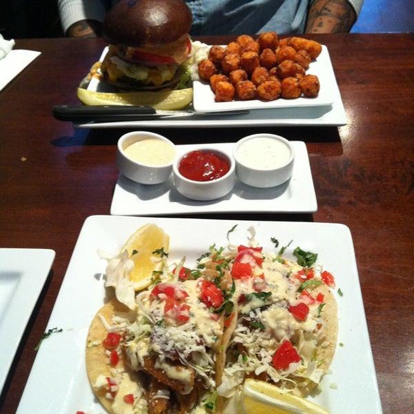 Das Foto wurde bei Rehab Burger Therapy von Yui K. am 12/28/2012 aufgenommen