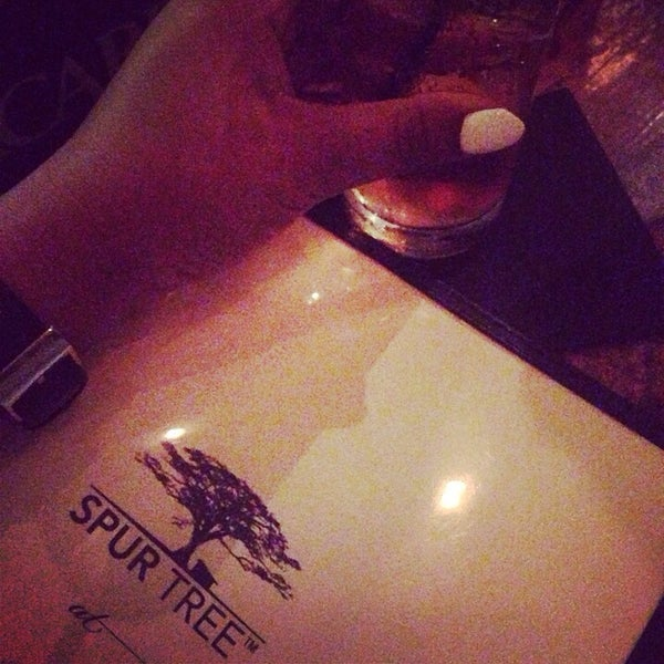 I had an amazing time at the newly renovated Spur Tree. The new layout is pretty dope with an island vibe. Drinks were amazing thanks to bartender Abraham and the food was absolutely divine!!!