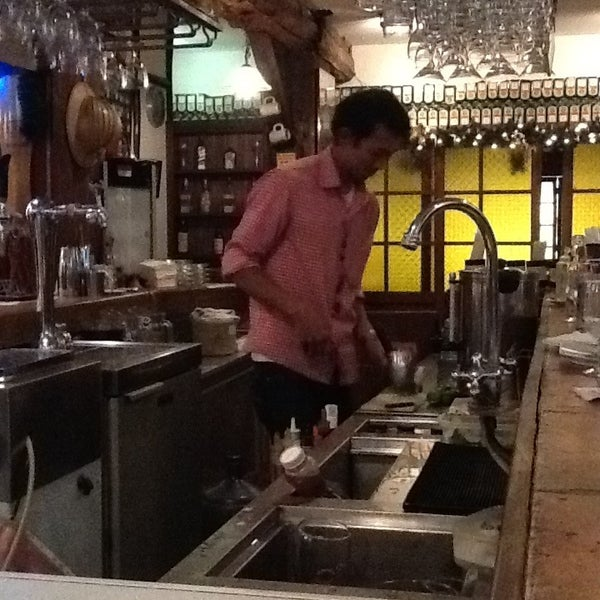 Снимок сделан в Die Stube German Bar & Resto пользователем Estée J. 12/27/2012