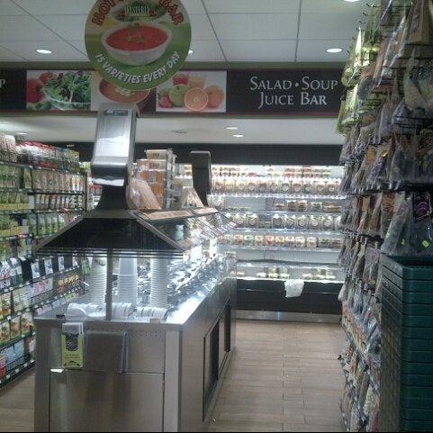 Foto tirada no(a) Westerly Natural Market por Meme em 12/19/2012