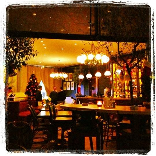 รูปภาพถ่ายที่ WalkIn Brasserie โดย Eray K. เมื่อ 12/7/2012