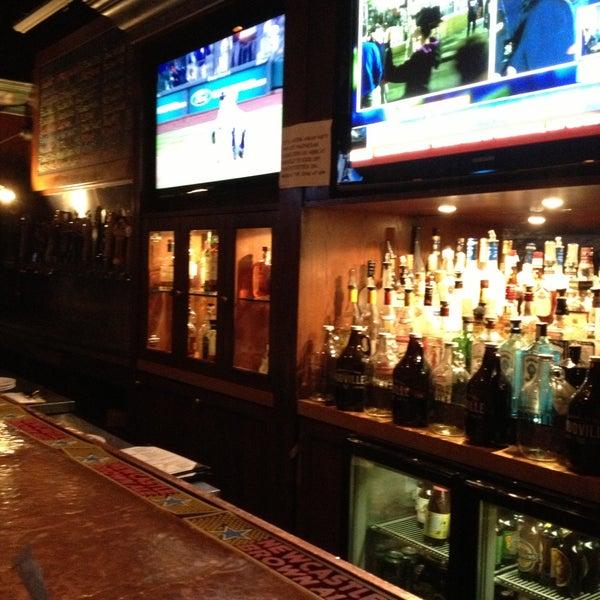 Photo prise au Mudville Restaurant & Tap House par Tracie F. le4/20/2013