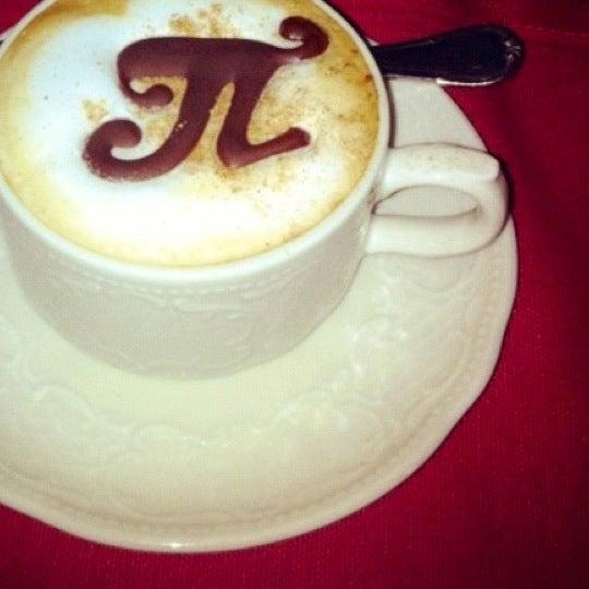 11/20/2012 tarihinde Майяziyaretçi tarafından Cafe Pushkin'de çekilen fotoğraf
