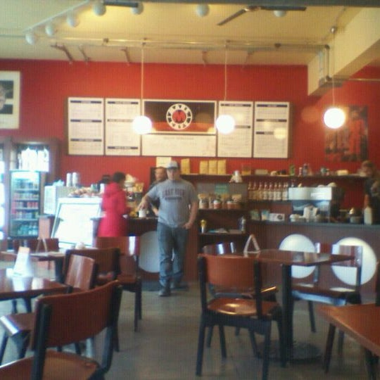 Снимок сделан в Mars Cafe пользователем Maggie M. 10/4/2012