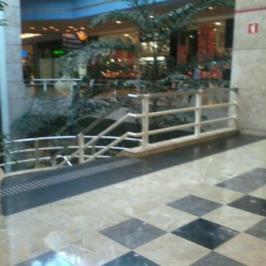 10/31/2012 tarihinde Andre G.ziyaretçi tarafından Shopping Center Penha'de çekilen fotoğraf
