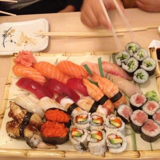 Foto scattata a Sushi-Zen da Cp Limo D. il 10/24/2012