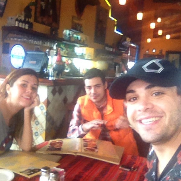 Das Foto wurde bei Mi Pueblito Restaurant Bar & Grill von Luis N. am 12/4/2013 aufgenommen