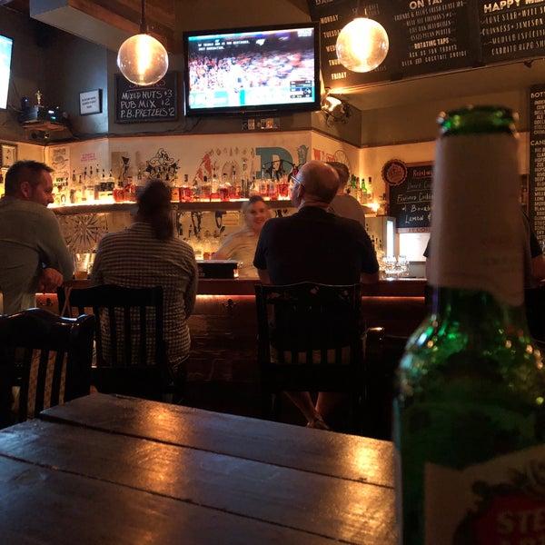 Das Foto wurde bei Dive Bar & Lounge von Ronald Z. am 10/21/2017 aufgenommen