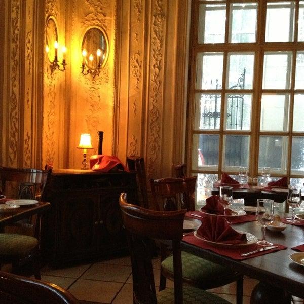 12/24/2012 tarihinde Владимирziyaretçi tarafından Cafe Pushkin'de çekilen fotoğraf
