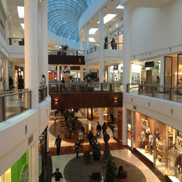 Foto diambil di Shopping Crystal oleh Marcelo S. pada 3/20/2013