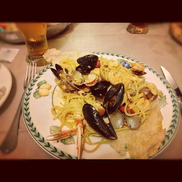 Foto tirada no(a) Catullo - Ristorante Pizzeria por Chiara B. em 9/22/2012