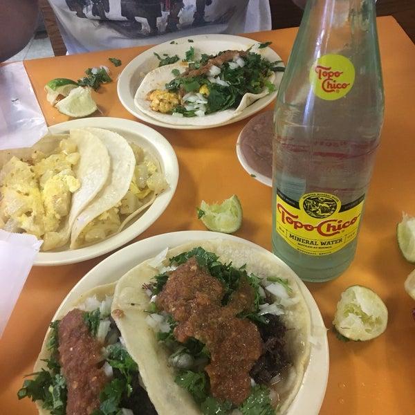Снимок сделан в La Mexicana Bakery пользователем Karla P. 5/7/2017