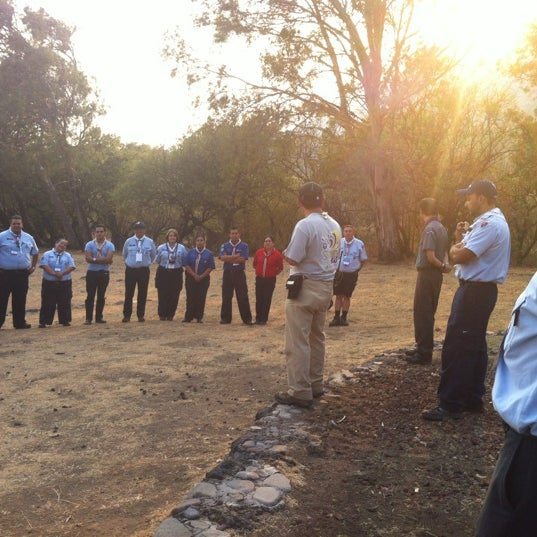 รูปภาพถ่ายที่ Campo Escuela Scout Meztitla โดย Caro A. เมื่อ 5/5/2013