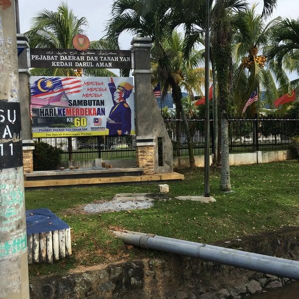 Foto Di Pejabat Daerah Dan Tanah Yan Gedung Pemerintah Di Yan