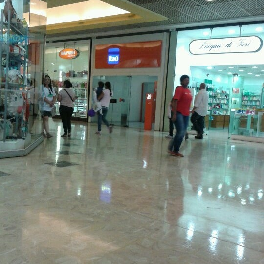 10/1/2012 tarihinde Rogério M.ziyaretçi tarafından Shopping Center Penha'de çekilen fotoğraf